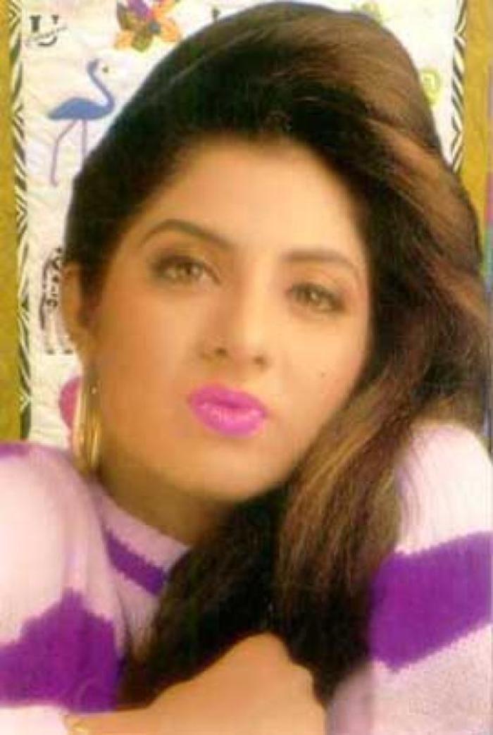 Divya Bharti-3239