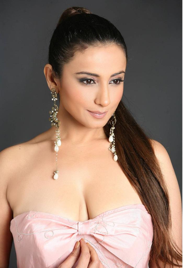 Divya dutta hot cleavage