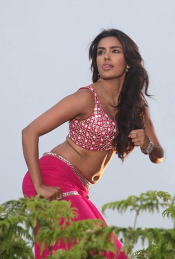 Beautiful Women - Navel Show - Indiatimes.com