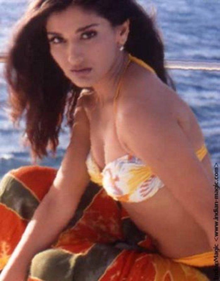 Sexy Sonali Bendre In Bikini