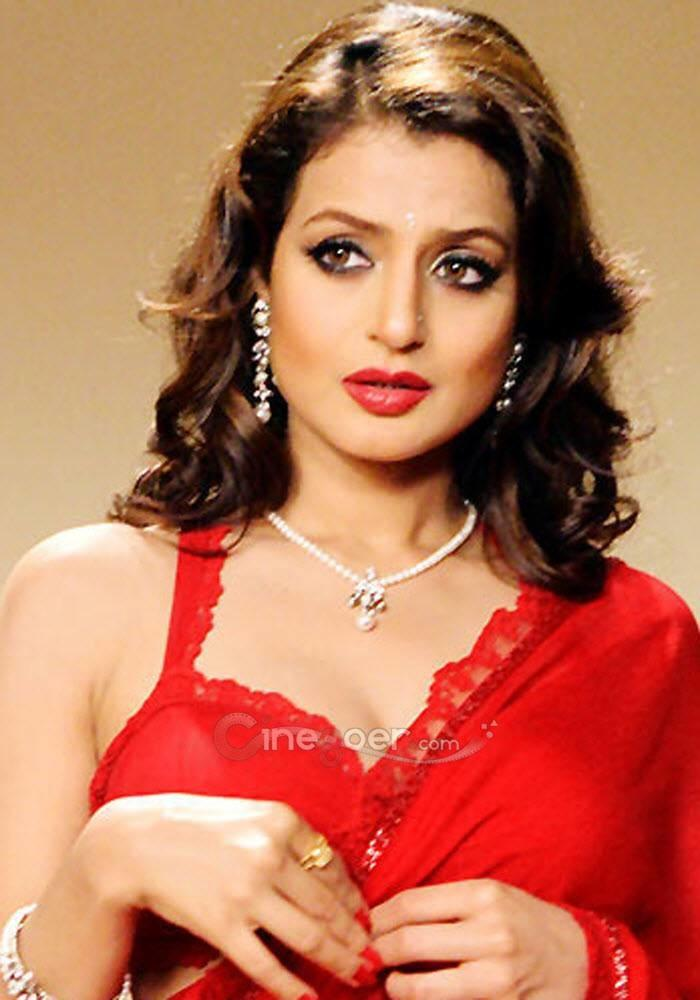 Amisha Patel Hot Indiatimes Com