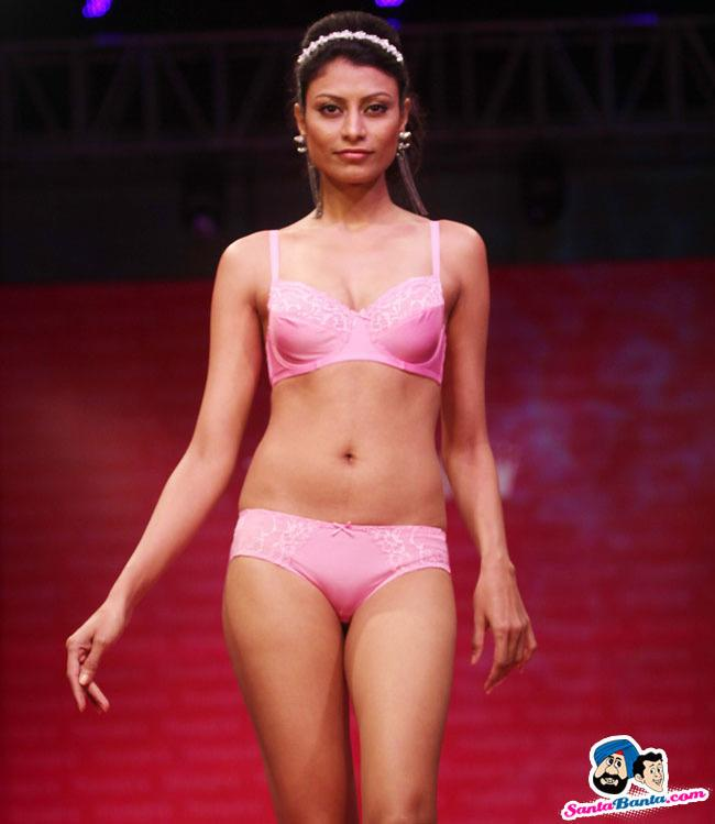 Hottest pictures of Indian lingerie models Photos