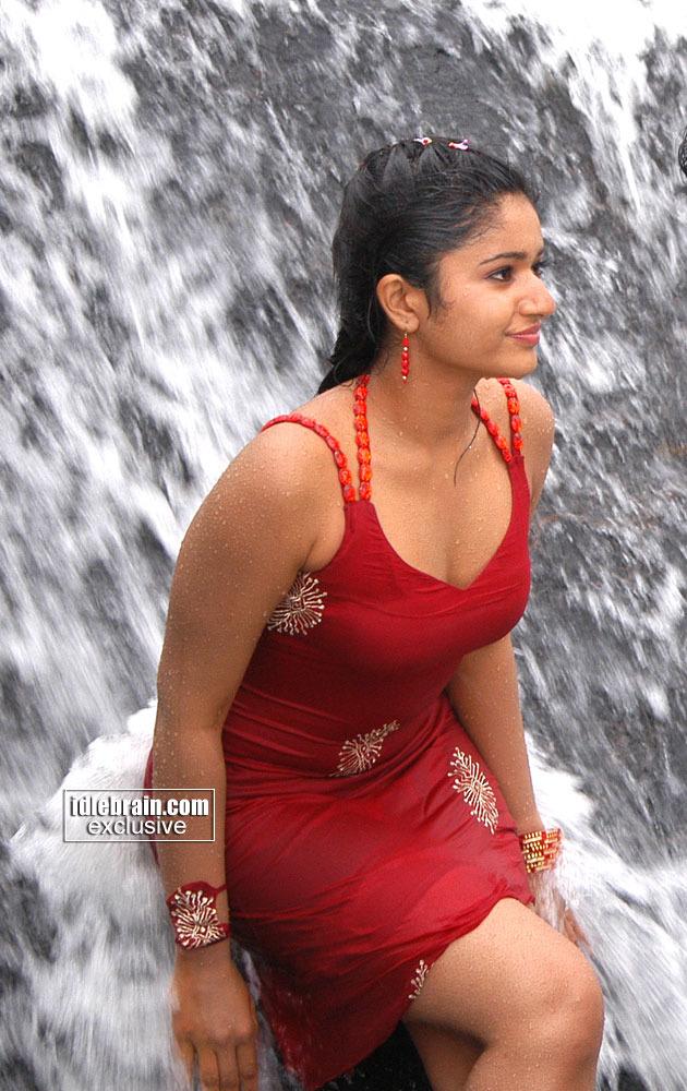 Poonam Bajwa - Wet, Swim Suit, Navel - Indiatimescom-7290