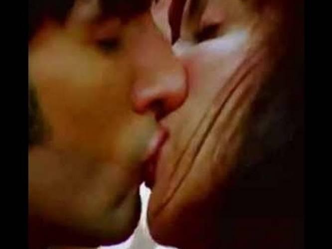 Lock kissing lip Lily