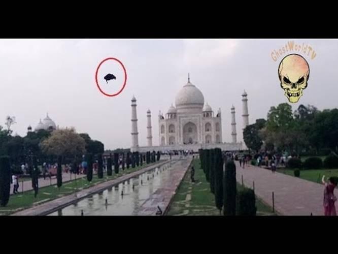 Ghost Caught In Taj Mahal Real Ghost Caught In Front Of Taj Mahal