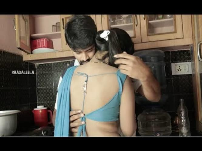 [Image: 1448781015-beautiful-couple-romance-in-kitchen.jpg]