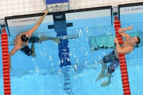 Clary shocks Lochte for 200m backstroke gold