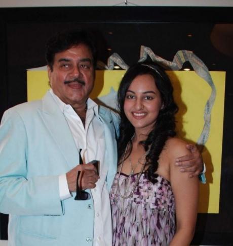 Sonakshi puts dad under house arrest!