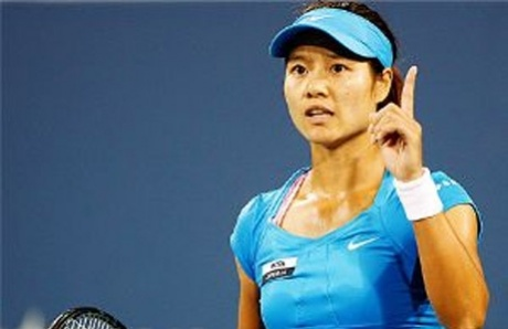 Li Na defeats battling Venus Williams to reach Cincinnati final