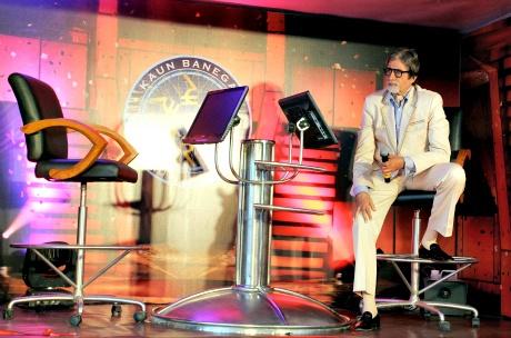 Amitabh Bachchan unveils the KBC Van