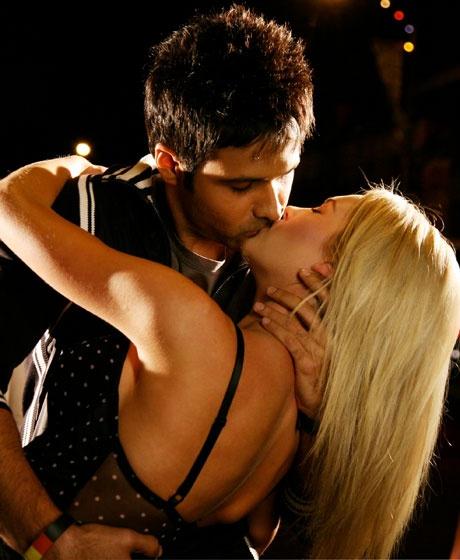 hashmi kissing