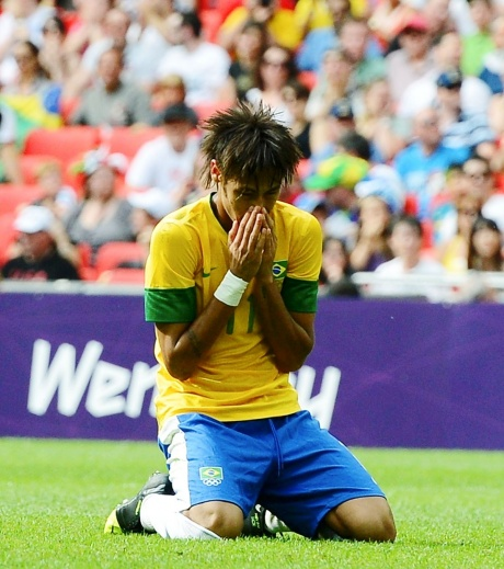 Neymar's father denies bankruptcy fears