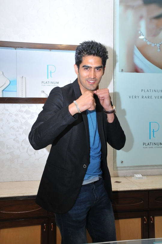 Boxing champion and Olympics Bronze medalist Vijender Singh launches an exclusive Platinum Collection for Men 2