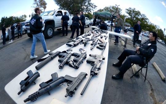 Cops Offer Groceries for Guns in LA