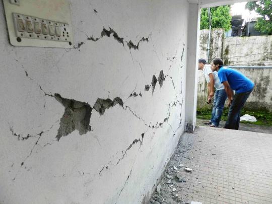 Earthquake Hits Bengal, Northeast India