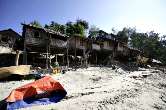 Magnitude 7.4 Quake Hits Indonesia