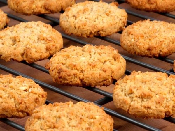 Healthy Recipe: Peanut Butter Oatmeal Cookies