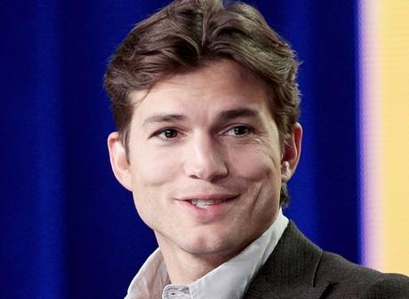 Ashton Kutcher tweets about his 'new girl'