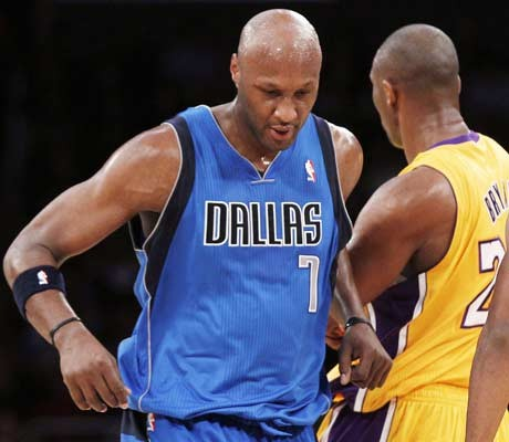 Lamar Odom receives standing ovation at Lakers-Mavericks game