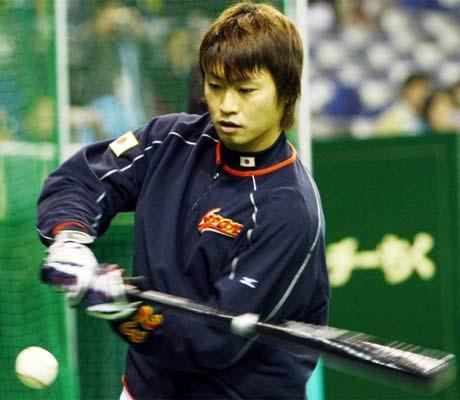 Milwaukee Brewers sign Japan's Aoki