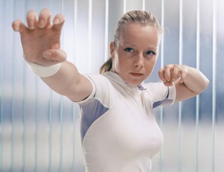 5 self-defense tricks to handle eve-teasers