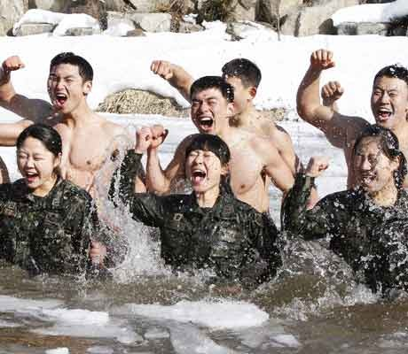 Half-naked South Korean soldiers train for winter war