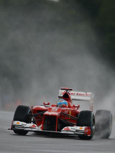 Fernando Alonso takes pole at British GP