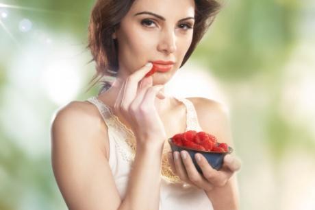 girl eating fruits