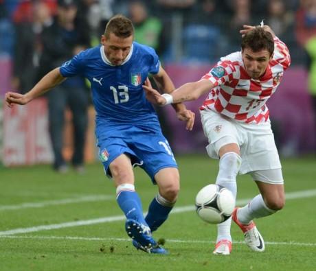 Mandzukic strikes again as Croats hold Italy