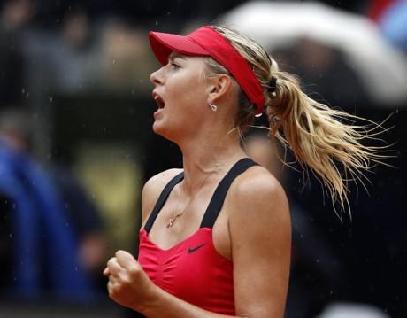 Sharapova storms into French Open semifinal