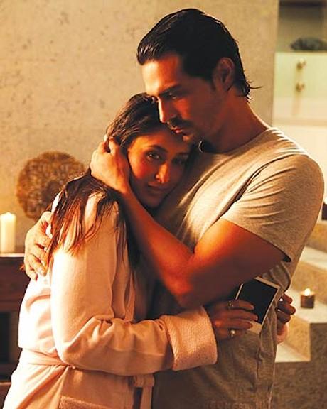 Kareena gets steamy with Arjun Rampal!
