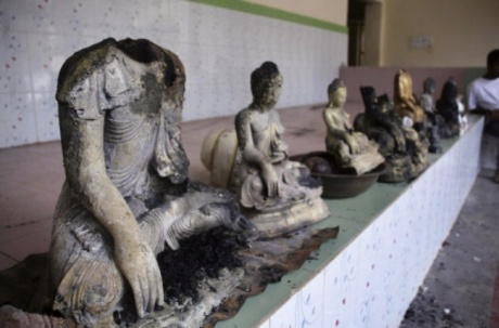 Muslims attack Buddhists Over Burnt Quran Pic