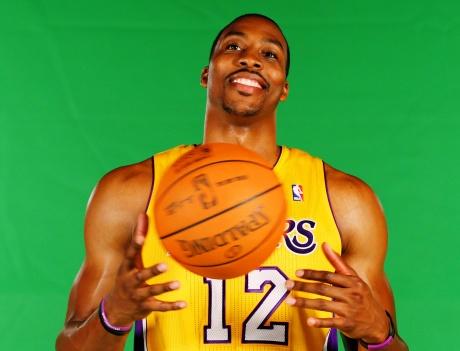 Howard shines in Lakers pre-season debut