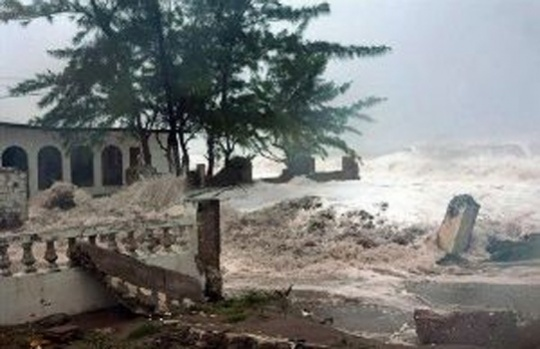 Hurricane Sandy slams into Cuba