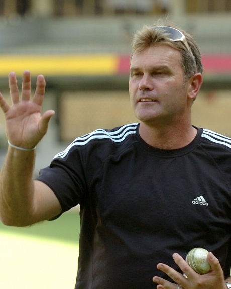 Martin Crowe diagnosed with cancer