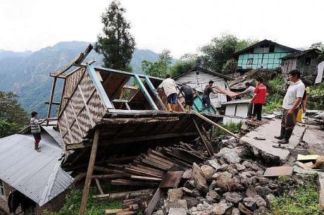 Tehelka Breaks 400 Crore Earthquake Scam