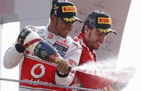 Lewis Hamilton wins Italian Grand Prix