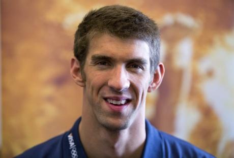 Phelps celebrates retirement with bikini-clad beauties