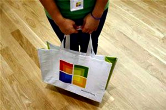 Microsoft Software Licenses Growth Cushions Pain of PC Sales Decline