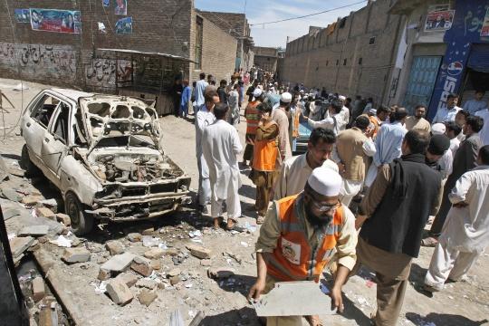 Suicide Bomber Kills 6 in Northwest Pakistan