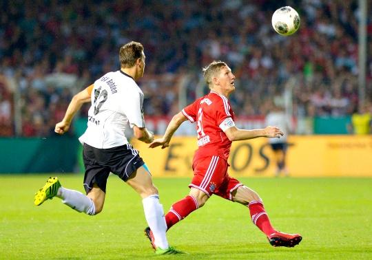 Mueller Hat-Trick Eases Bayern Through
