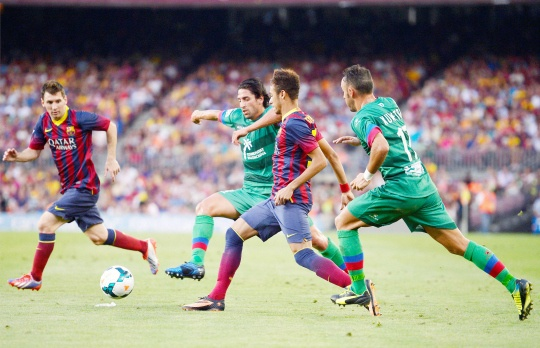 Magnificent Seven for Barca in Opener