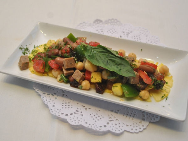 Healthy Salad Recipe: BBQ Chicken And Bean Salad