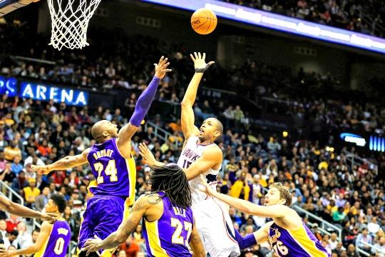 Atlanta Hawks Swoop for Win Over Lakers