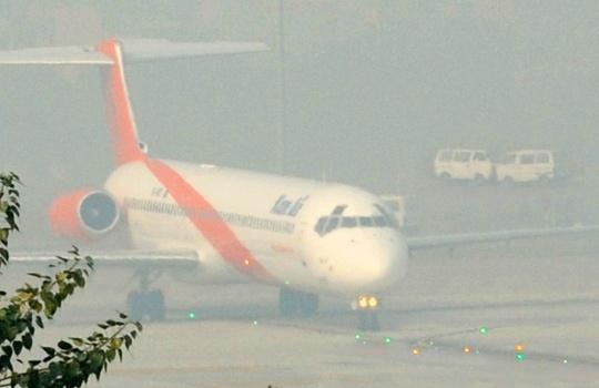 Dense Fog Delays Flights, Trains in Delhi