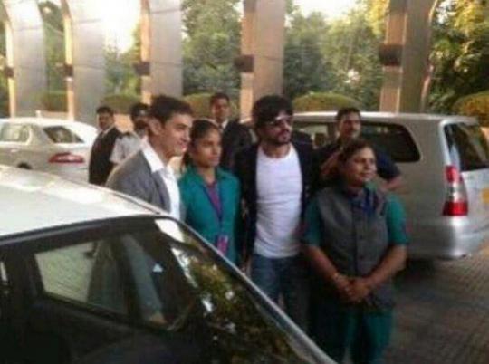 Aamir Khan and Shah Rukh Khan with Sakha cab drivers