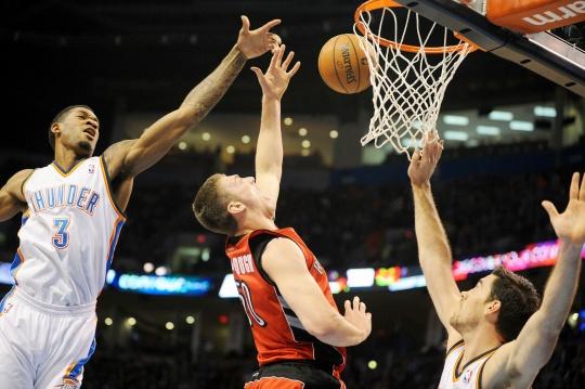 Raptors Upset Thunder for Division Lead