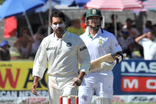 Sachin Tendulkar (left) called Jacques Kallis as a true champion. (AFP)