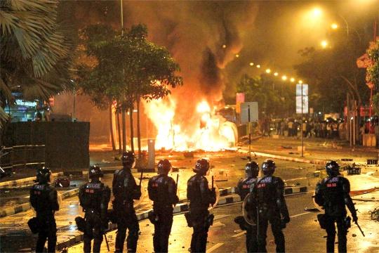Post-Riot, Singapore Cautions Migrants
