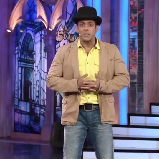 Salman Khan wears Aamir Khan's Dhoom 3 hat on Bigg Boss 7